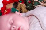 Бебешка фотография - коледна фотосесия
